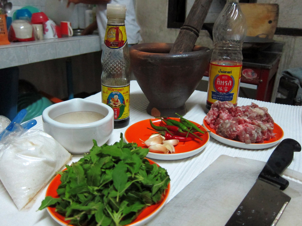 Thai cooking, Ingredients for Pad Krapow Muu