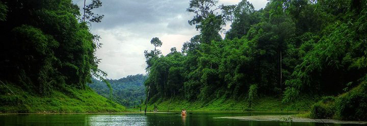 Kayaking through panoramic Khao Sok