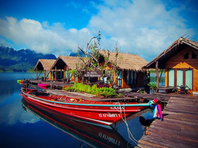 Khao Sok diving longtail boat at raft house