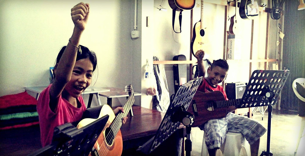Guitar lessons at GBS Music Shop in Khao Lak Thailand