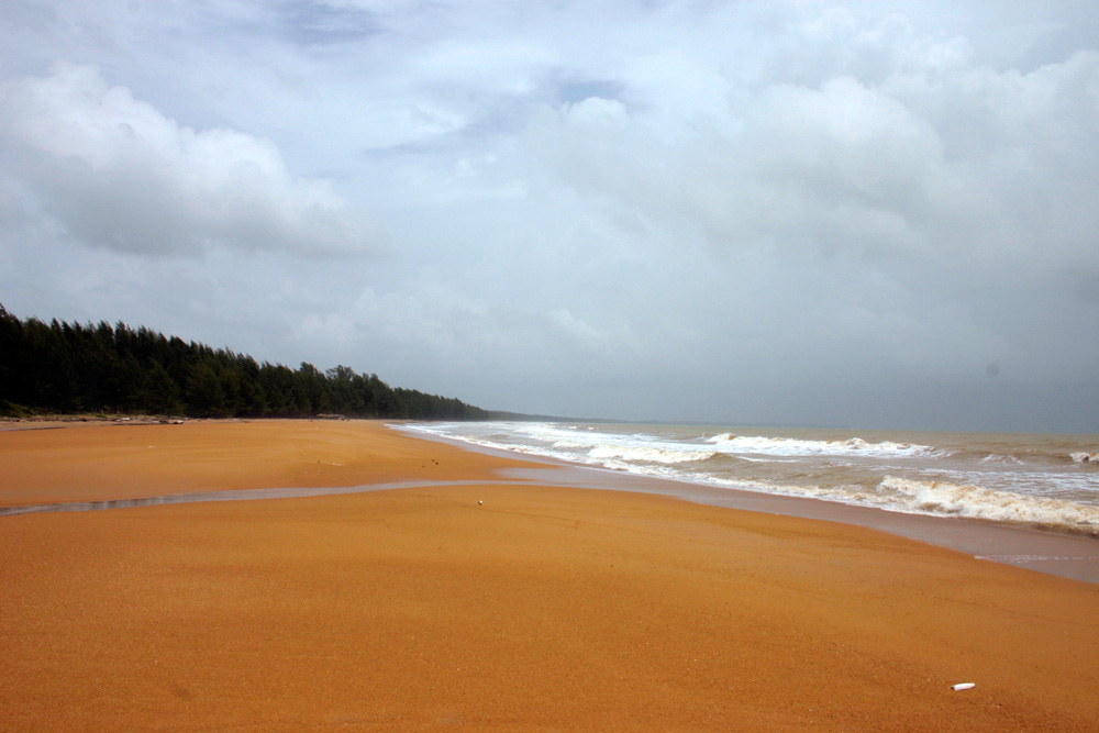 Overcast golden sands of Koh Kho Khao